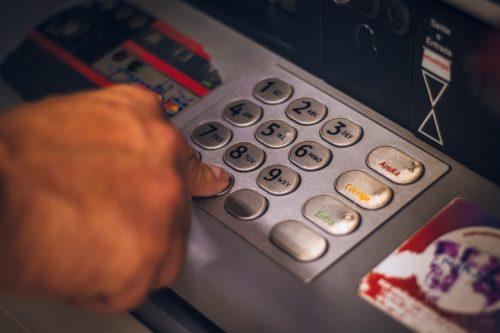 Image pour l'actualité Le Parlement de Wallonie entend que l'accessibilité des distributeurs automatiques de billets en Wallonie soit garantie